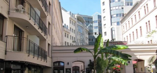 Budapest, VI. Gozsdu udvar Társasházak használati melegvíz mennyiségi problémák feltárása szakvéleményben A társasházakban a megváltozott lakás elosztás, apartman kialakítások vendéglátóhelyek növekedése miatt a használati melegviz igény is nőtt jelentősen, ezért […]